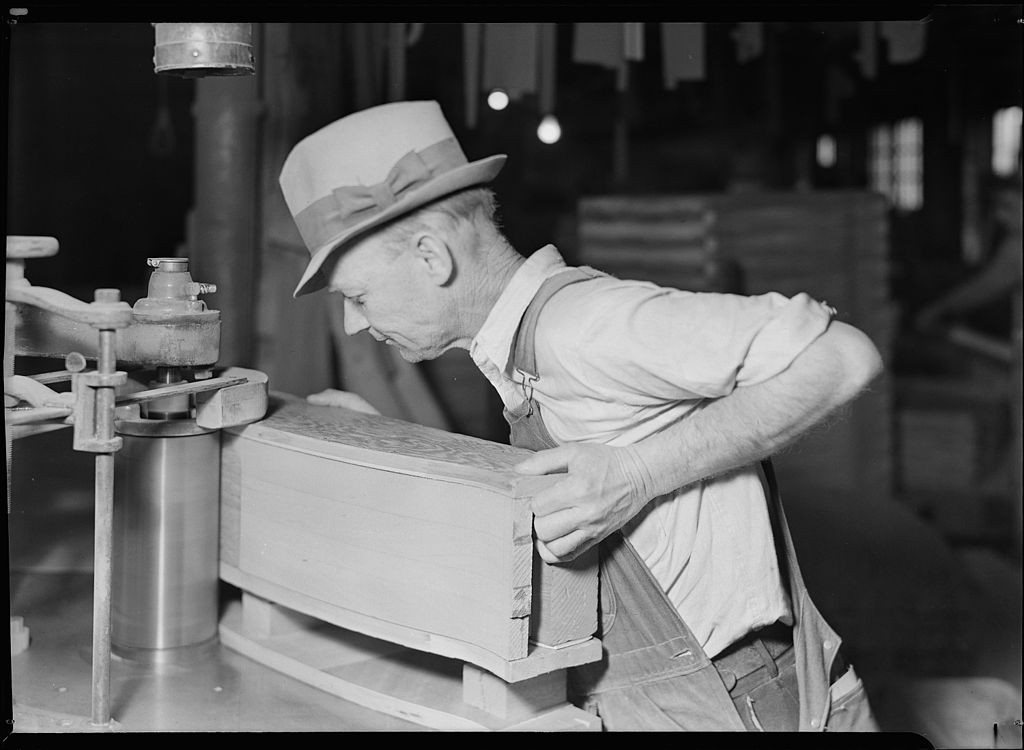 Lewis Hine [Public domain], via Wikimedia Commons